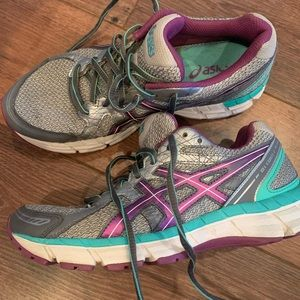 Asics sneakers size 7 GUC